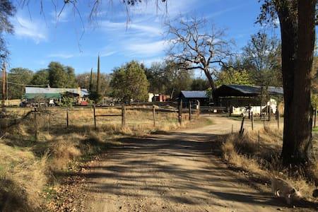 ranch house @ bar2b ranch - Dunlap - บ้าน