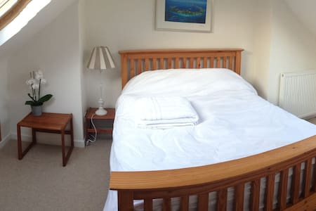 Lovely, bright double with ensuite - Bath - Bed & Breakfast