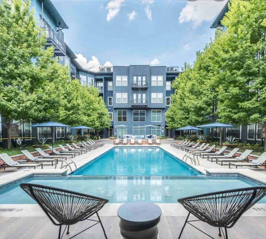 Deep cleaned by Galleria Mall! $0 parking & 2 beds