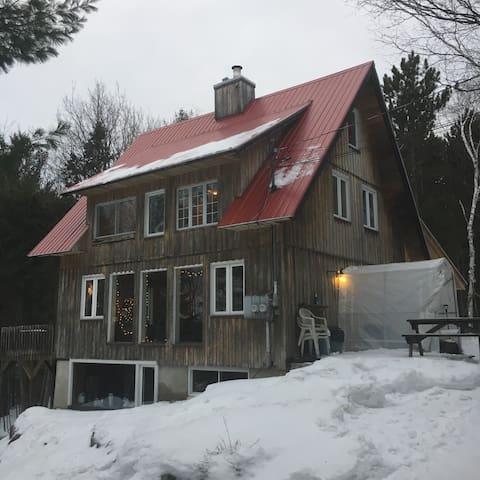 Cozy gateway / Ski chalet - Prévost - Cabaña