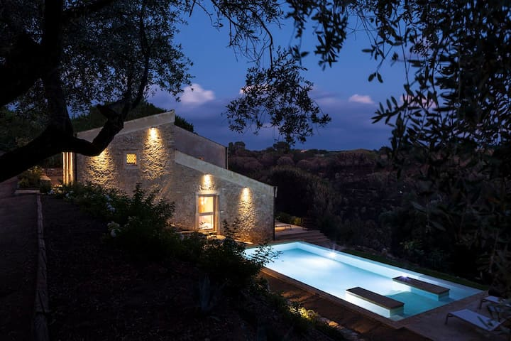 Former Sicilian winery + infinity pool in 24 acres