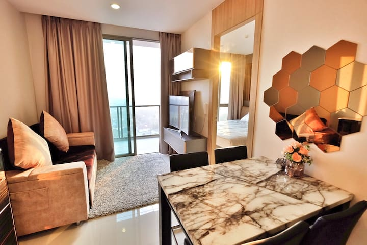 The Riviera WongAmat Pattaya Luxury Condominium
