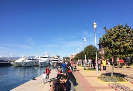 Beach, market, marina, transport! - Palaio Faliro