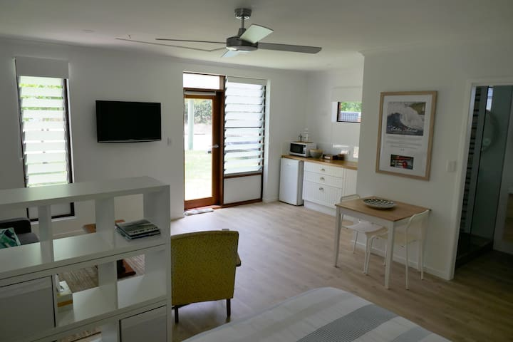 Yaroomba Beachside Studio- 1 minute walk to beach - Yaroomba