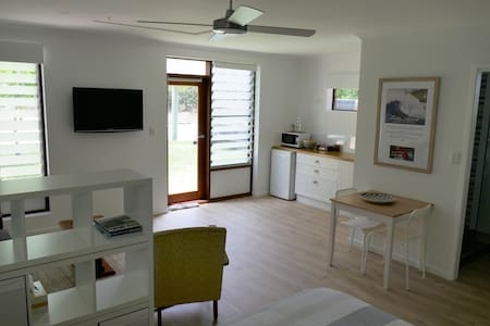 Yaroomba Beachside Studio- 1 minute walk to beach - Yaroomba - Daire