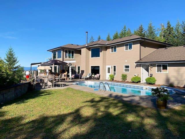 Hilltop Villa, Mtn & Ocean Views w/pool (seasonal)