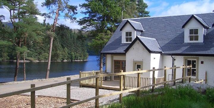 Stunning Waterside Cottage