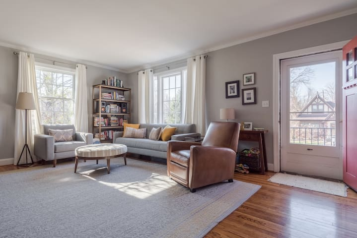 Cape Cod Charmer – Your Derby Home Away From Home