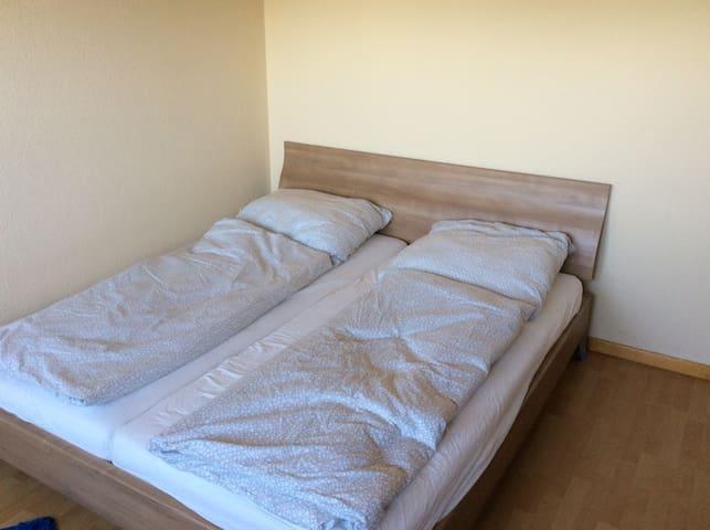 1,80 Doppelbett mit hochwertigen Matratzen
