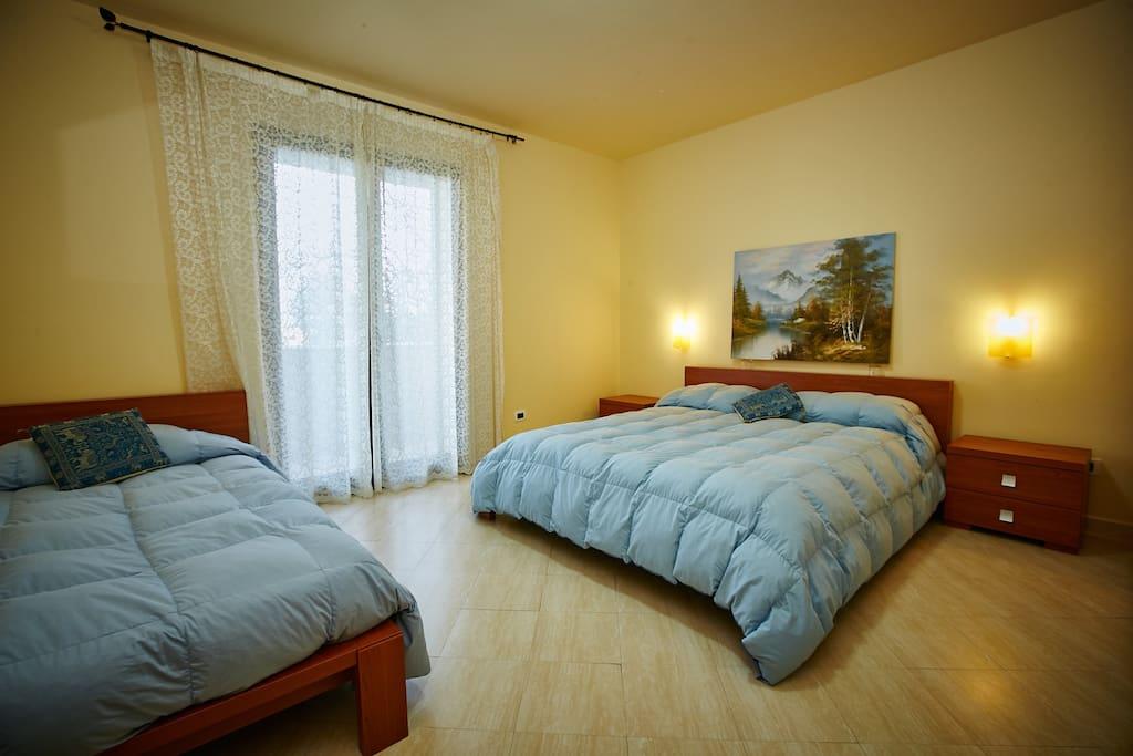 Camera da letto con balcone  vista mare / Bedroom with sea view and balcony