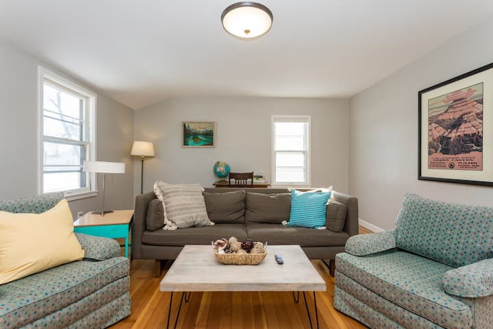 Explore Alexandria from Cute, Vintage Upper Duplex