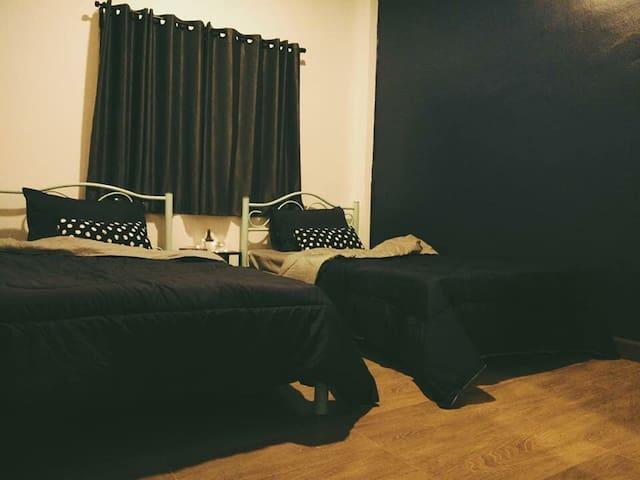 Private room near DMK Airport (Free PickupDropOff)