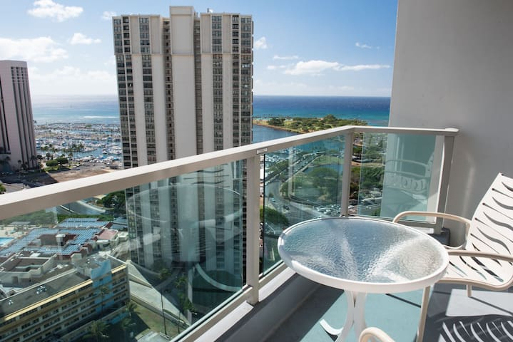 27th Floor Great Ocean View in Ala Moana (AH9)