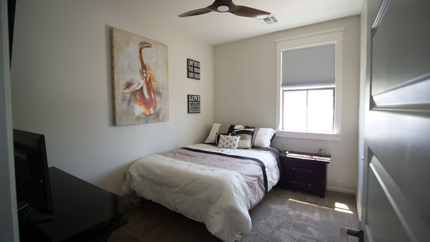 Master Suite in the Heart of Tempe, AZ!