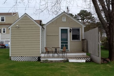Cabin w/ deck, minute walk to beach, 2miles fr OOB - Scarborough - Cabin