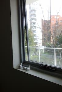 Value SAFE & QUIET Room in East Perth :-) - East Perth - Departamento