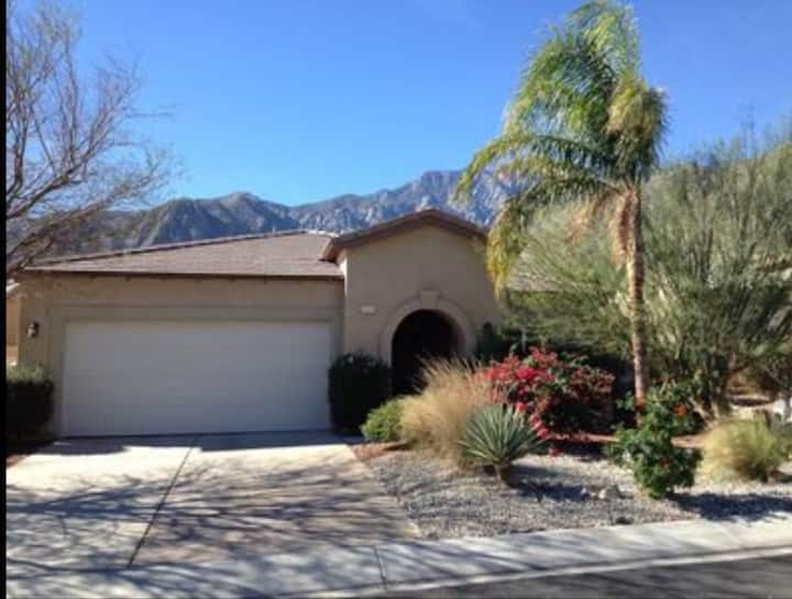 Great home in gated community! Pool & Jaccuzzi!
