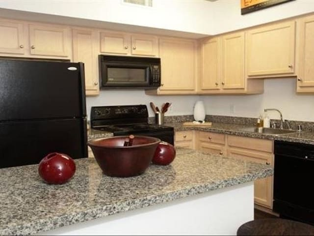 2BD/ 2BA Apt w/ hot tub, pool, gym in Downtown DC