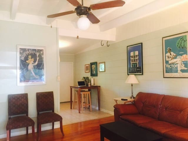 1/1 Midtown home near FSU & Capitol (sleeps 3)