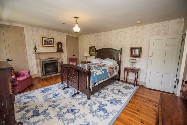 The Lamb Room at Springdale Village Inn - Purcellville - Bed & Breakfast