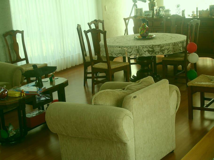 comporfable sala y comedor para 8 personas