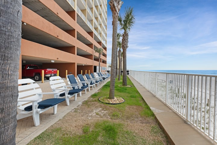 Charming gulf front condo w/ beach service, shared pools, and hot tub!