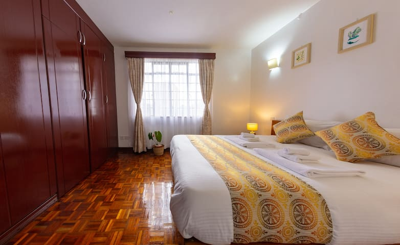 Private Queen room in charming Restead Stay