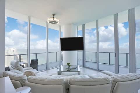 Top Floor  Penthouse Oceanfront Best View
