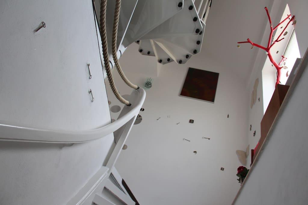 """Das Treppenhaus steht unter dem Motto """" Viele Schlüssel zum Glück"""""""