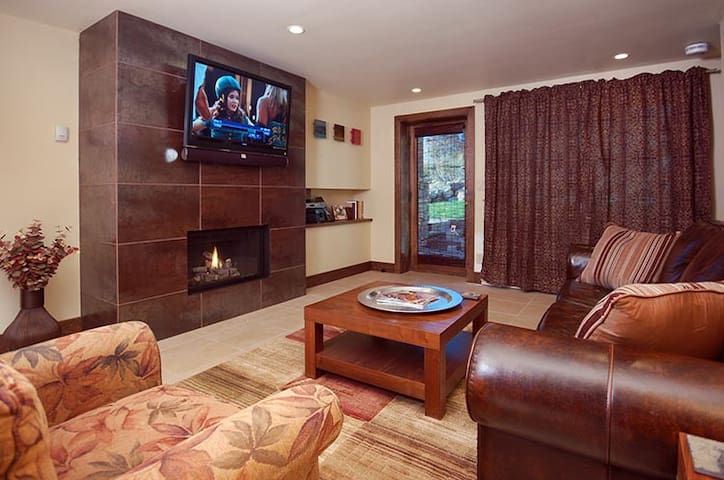 Modern Luxe Mtn Condo 2B/2B BOSCH Kitchen + Patio - Steamboat Springs - Condominium