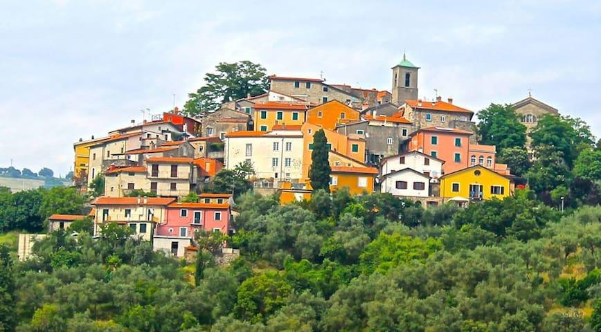 Giucano, Borgo del Campanile