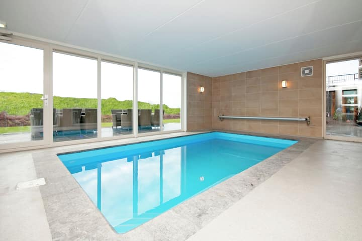 Luxury, stylish cottage with indoor pool, whirlpool, sauna and sun shower