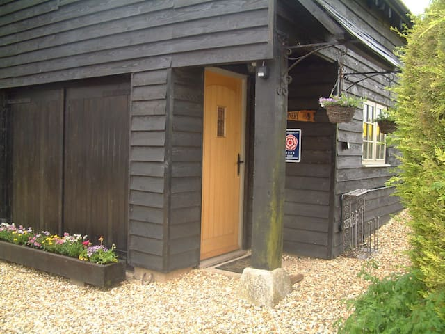 Luxury Self Catering Accommodation - Calne, Wiltshire