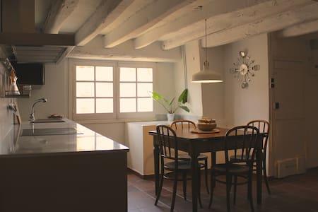 Apartamento rústico en Cal Metge - La Pobleta de Bellveí - Byt