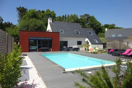 Maison piscine chauffée proche mer - Rédéné - Дом