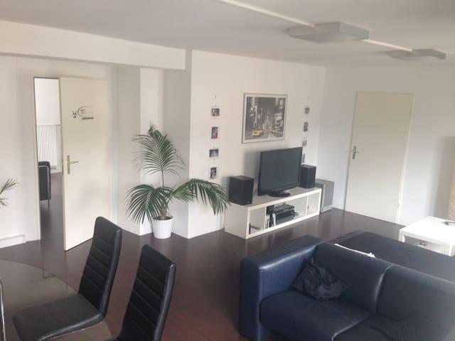 20 m2 Zimmer + 35 m2 Wohnzimmer - Neu-Ulm - Lejlighed