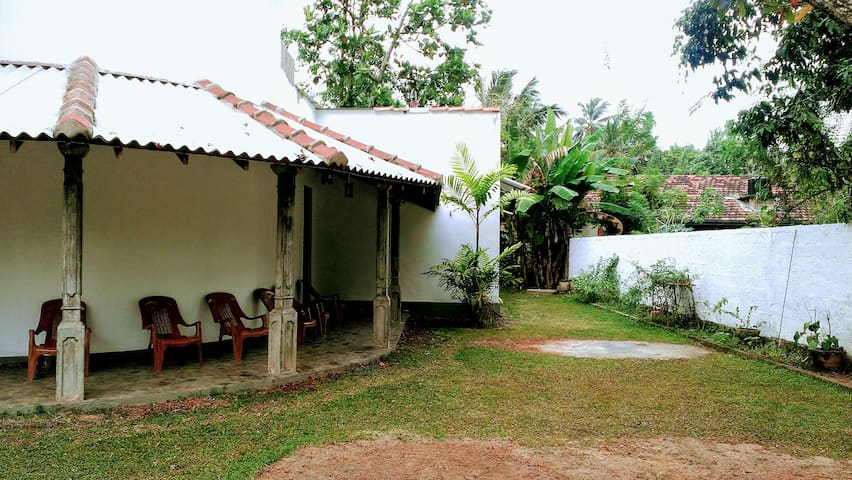 Double Room with fan and shared bathroom - Bentota - Villa