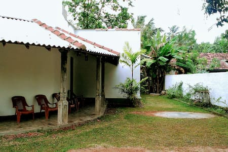 Double Room with fan and shared bathroom - Bentota