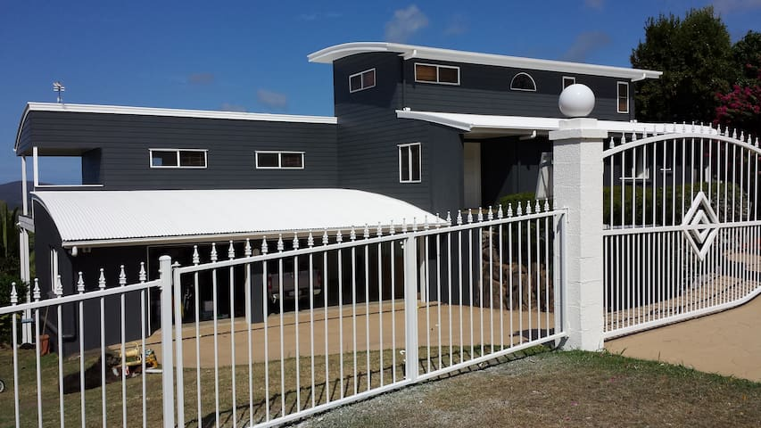 Luxury home amazing panoramic view - Maroochy River - Hus