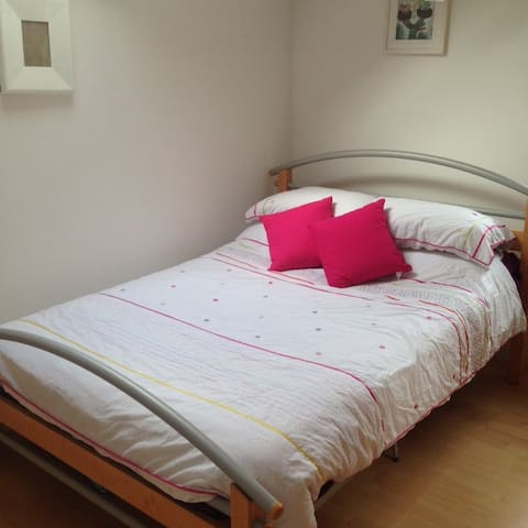 Double room, clean home  - Greenisland