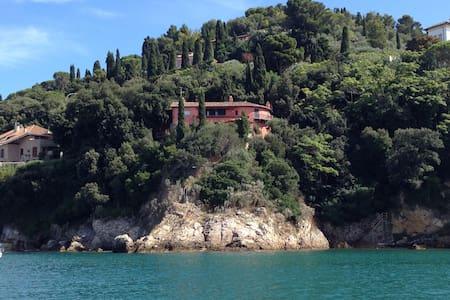 """B&B Villa Staderini  """"Suite Rossa"""" - Porto Santo Stefano - Bed & Breakfast"""