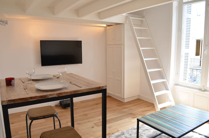 Studio with a mezzanine, 2 min. walk to the Beach
