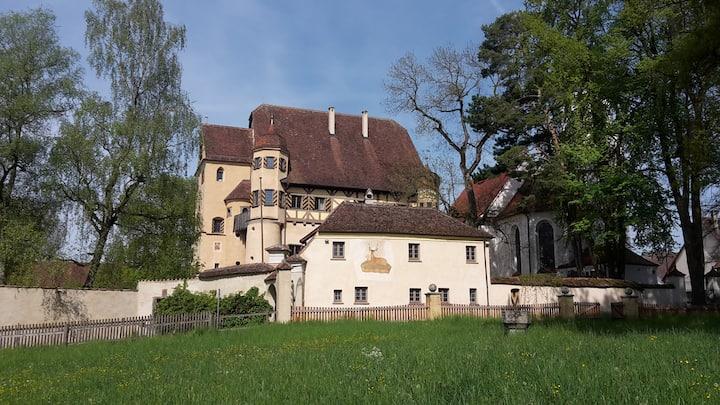 Charmante Etage in verwunschenem Schloss