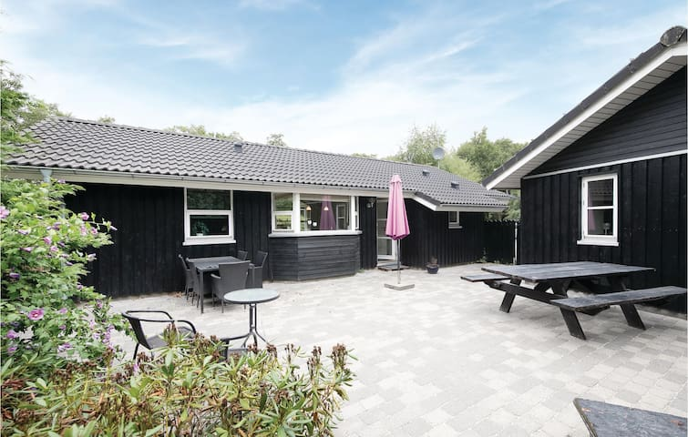 Holiday cottage with 3 bedrooms on 71m² in Storvorde
