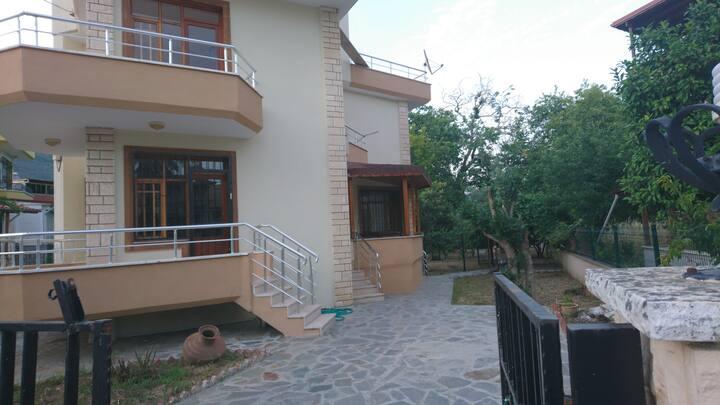 Altınoluk'ta Denize Yakın 3 Odalı Müstakil Villa