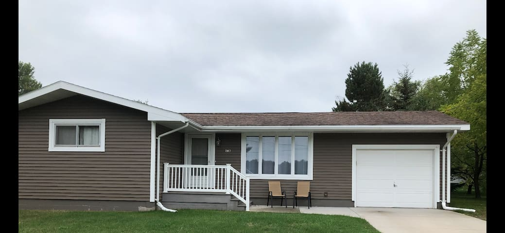 3 BR RANCH CENTRALLY LOCATED: Rate Redu. Oct 20-31