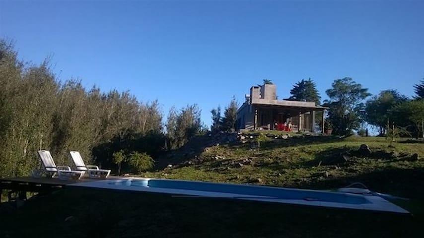 Casa tranquila c/ Pileta y Jardín