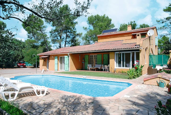 Holiday home in Le Cannet des Maures - Le Cannet-des-Maures - Rumah
