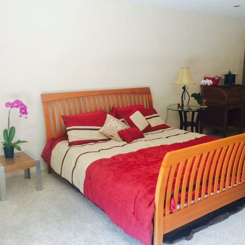 Secluded LARGE Upstairs Studio - Montecito