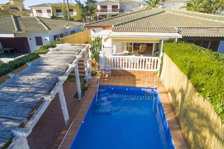 Semi-dettached villa with large terrace with BBQ and private pool